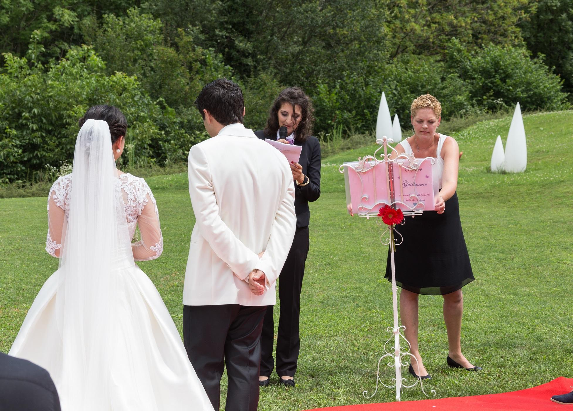 Une cérémonie sur les hauteurs du lac d'Annecy